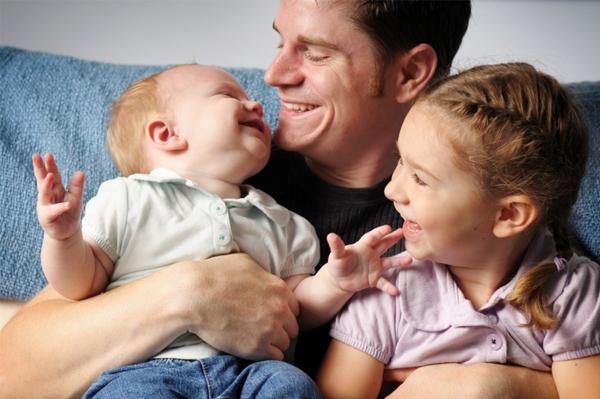 dad-with-kids_dj7spx (600x399, 1073Kb)