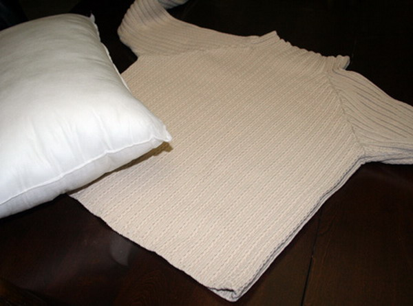6226115_recycledsweaterpillowsdiy11 (600x445, 54Kb)