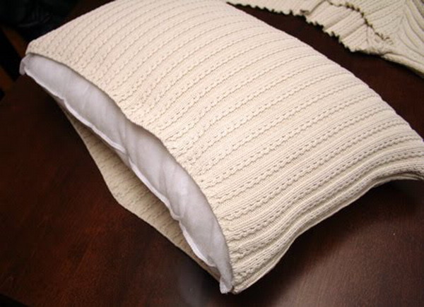 6226115_recycledsweaterpillowsdiy13 (600x435, 67Kb)