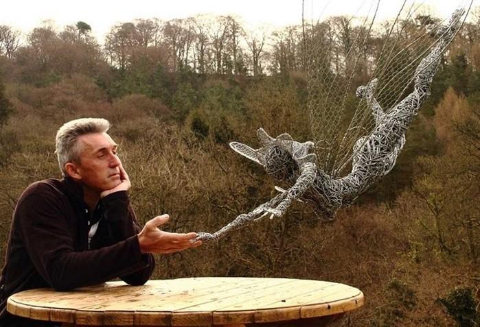 137809386 101817 1407 4 Изящные проволочные скульптуры британца Робина Уайта