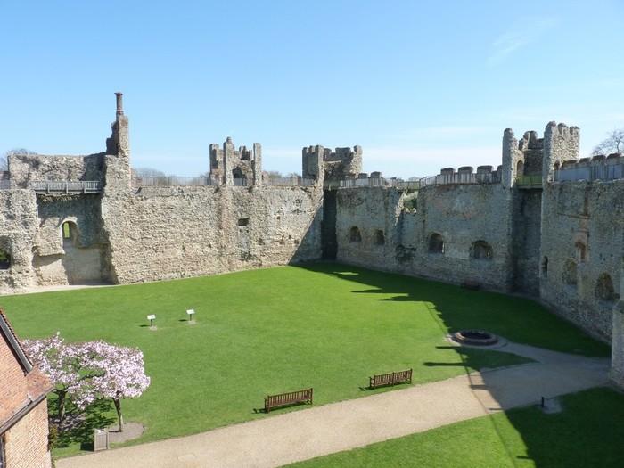 framlingham-castle-14297875015C4 (700x525, 91Kb)