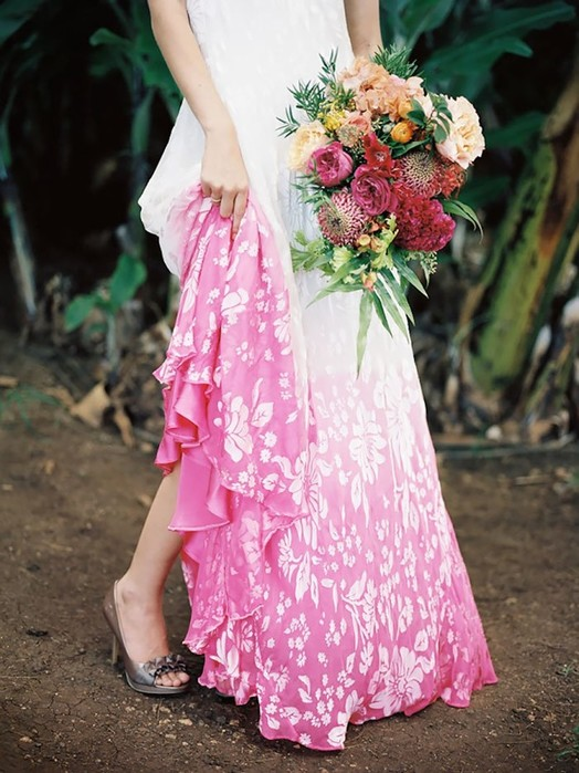 Новый тренд: свадебные платья с плавным цветовым переходом