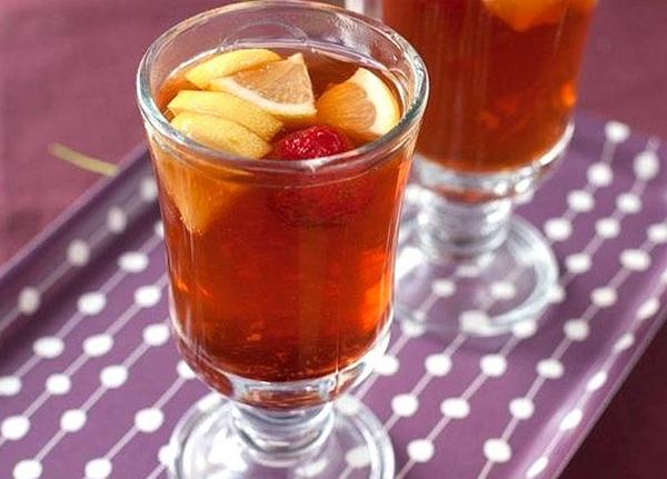 имбирный чай с лимоном и клубникой