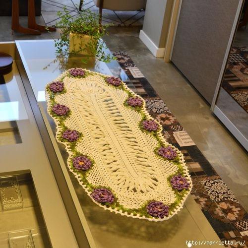 Крючком. Овальная салфетка с сиреневыми цветами (3) (500x500, 159Kb)
