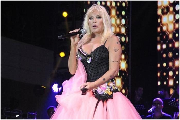 Знаменитая турецкая певица в свои 71 год выглядит на 40!