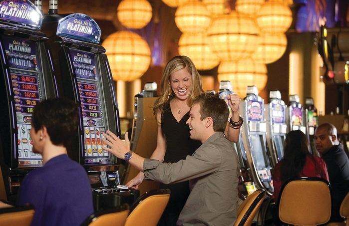 Hollywood-Casino--Hollywood-Hotel-photos-Exterior (700x453, 126Kb)