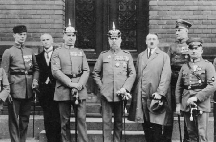 10 случаев в истории, когда Адольф Гитлер мог умереть. Или стать совершенно другим человеком
