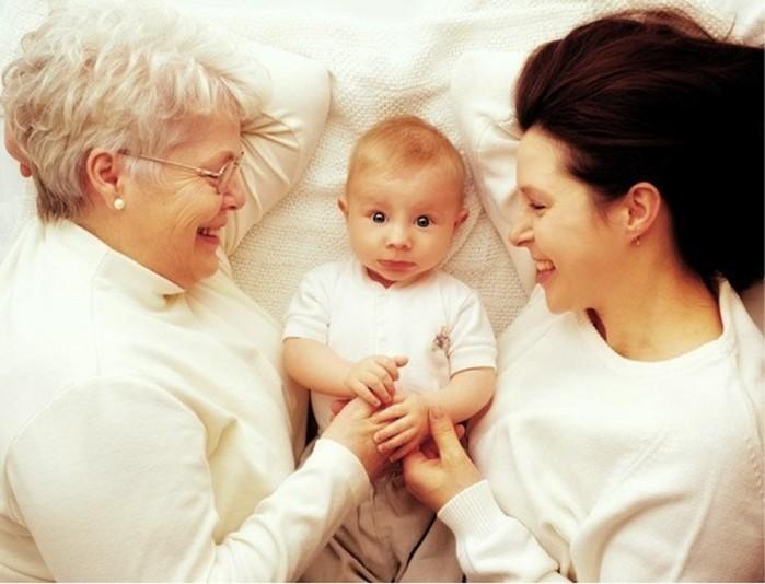 Доказано, что бабушка материнской линии— важнейший человек для наших детей