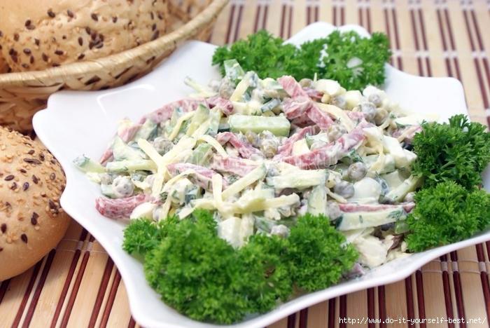 Салат из вареных яиц на скорую руку