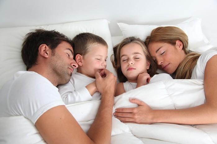 Мы спим раздельно из за малыша   влияет ли это на семейные отношения?