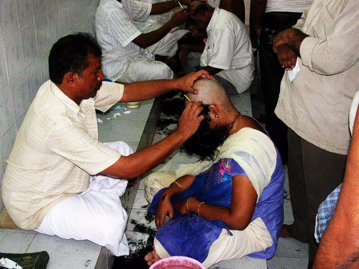 в храмах индии стригут прихожанам волосы 2 (700x525, 346Kb)
