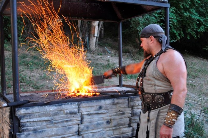 Почему кузнецы и гончары считались неприкасаемыми
