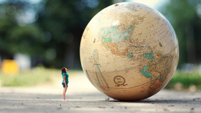 girl-globe-the-road (700x393, 316Kb)