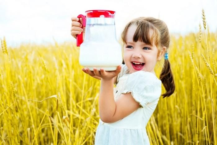 «Пейте, дети, молоко   будете здоровы...»? Мнение диетологов по этому поводу