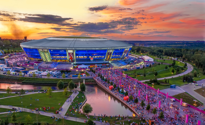 The-Donbass-Arena-on-June-27-2012-in-Donetsk (700x427, 453Kb)
