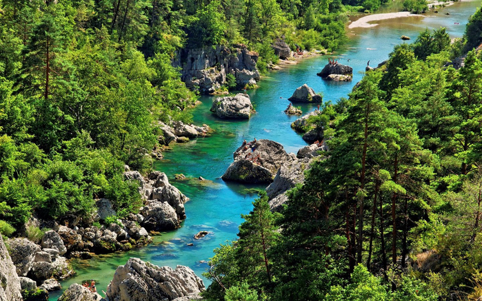 Gorges-du-Tarn-river-water-rock-forest-pine-trees-Cevennes-National-Park-Languedoc-Roussillon-in-southern-France-photo-Wallpaper-HD-2880x1800-1440x900 (700x437, 535Kb)