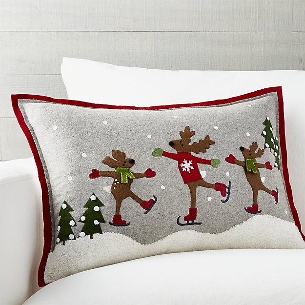 skating-reindeer-pillow (625x625, 269Kb)