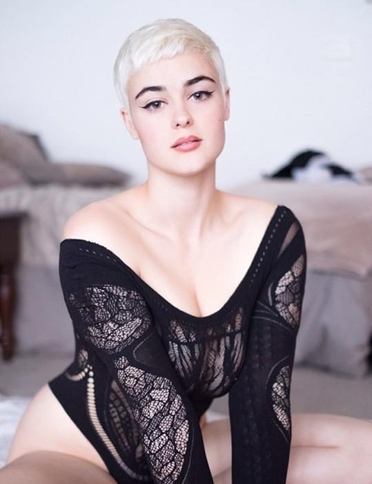 139230486 122317 2318 BurgerKing52 10 фото Стефании Феррарио, которая крушит стереотипы о модельной внешности