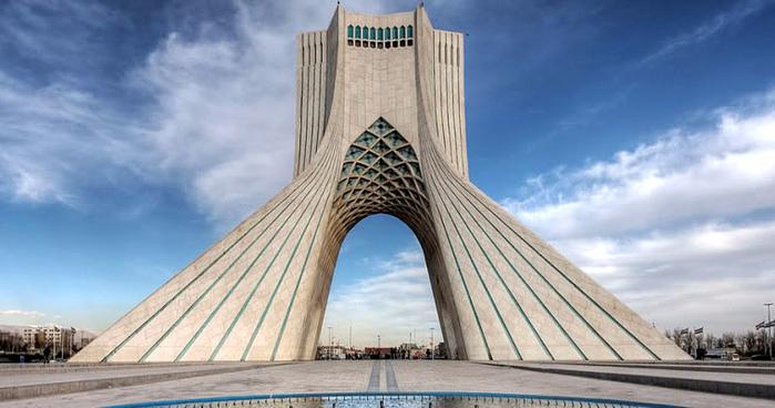 1. башня Азади в Тегеране (700x368, 278Kb)