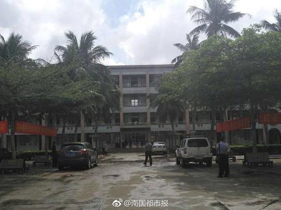 Как в Китае неизвестный с ножом напал на школьников
