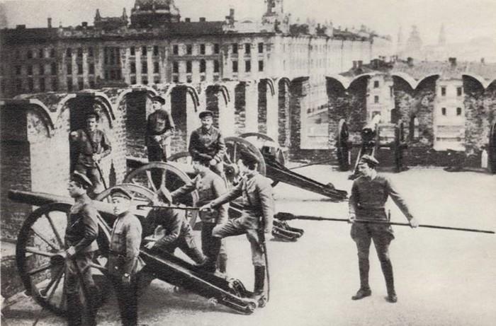 Как латышские стрелки повлияли на судьбу России