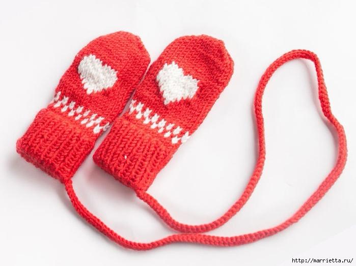 Спицами. Детская шапка и варежки с сердечками (5) (700x523, 198Kb)