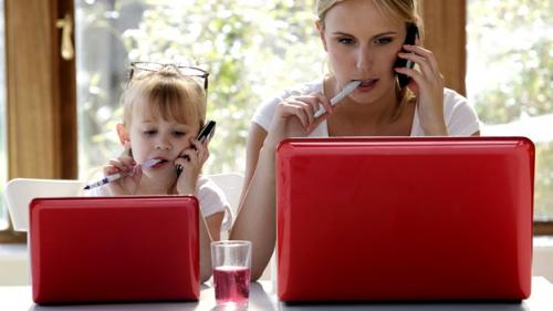 mom-kid-girl-laptop-phone-getty (500x281, 19Kb)