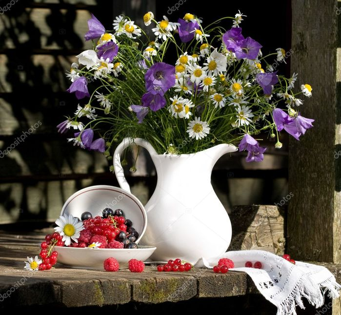 depositphotos_2466364-stock-photo-still-life-with-flowers-and (700x646, 103Kb)