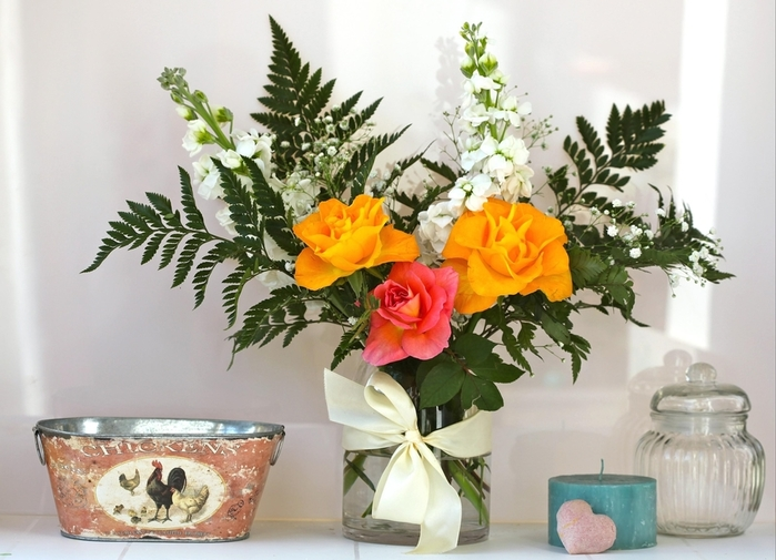 leaves-ferns-ribbon-flowerpot-Jasmine-ART-flower-candle-plant-roses-bouquet-vase-composition-ikebana-flowering-plant-floristry-flower-bouquet-flower-arranging-floral-design-cut-flowers-centrepiece-gypsophila-a (700x505, 244Kb)