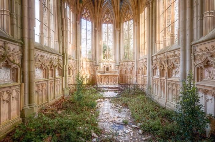 Красота заброшенных зданий во Франции, которые сфотографировал Роман Робрук