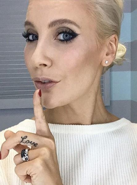 143262056 080818 1513 8 Российские знаменитости без макияжа: селфи в стиле«ноумейкап»