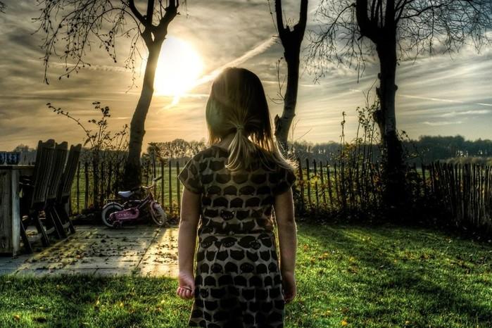 Подростки изнасиловали 6-летнюю девочку на глазах у взрослых: думали, что они играют