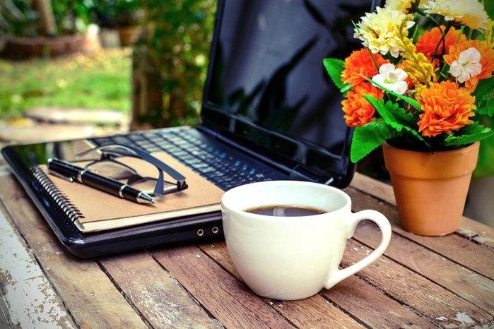 bigstock-Cup-Of-Coffee-And-Laptop-83496068-840x560 (700x466, 377Kb)
