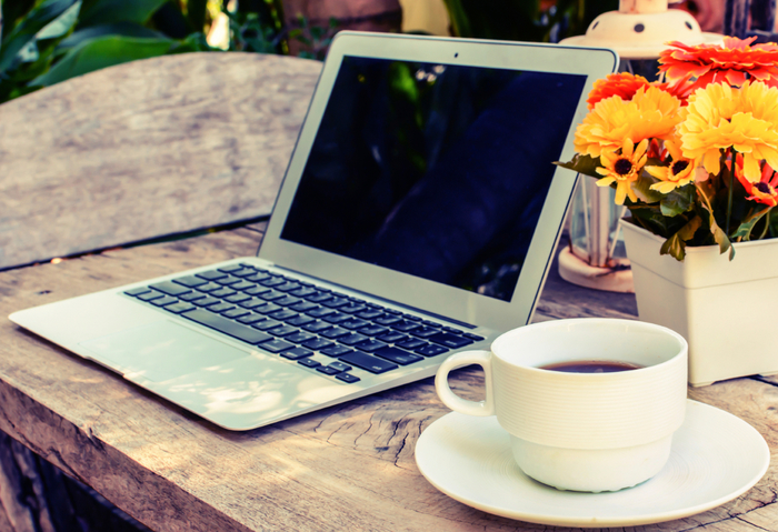 coffee-laptop-on-wood-floor-with-flower_Medium (700x479, 425Kb)