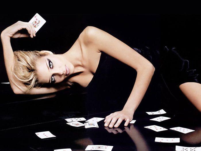 спортивные турниры по покеру/3407372_1281858910_1266338316_pokergirl2 (700x525, 39Kb)