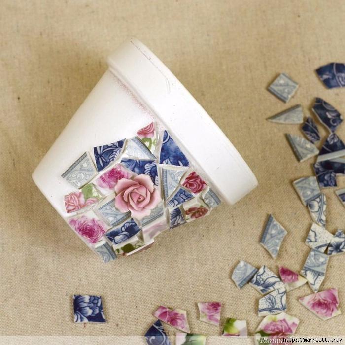 Декор цветочных горшков. Мозаика из битых тарелок (4) (700x700, 329Kb)