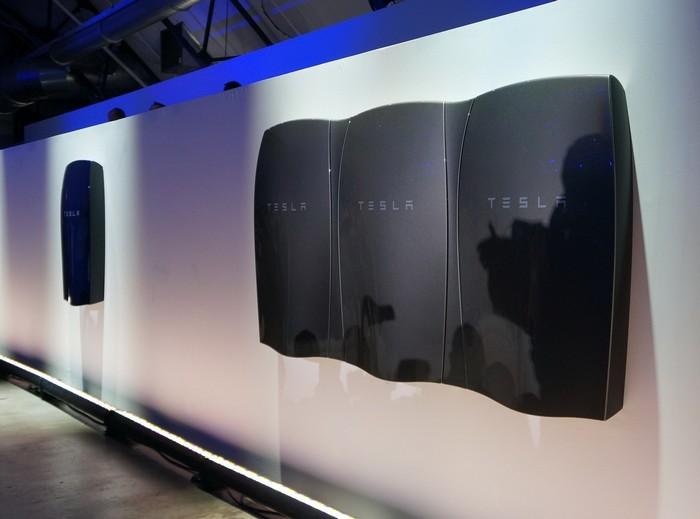 3936605_Tesla_Powerwall (700x519, 97Kb)