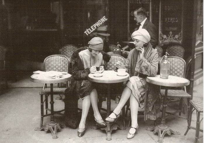 French Flappers, Parisian Cafe 1920's (700x489, 142Kb)