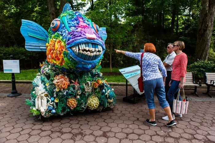 скульптуры из мусора 1 (700x466, 462Kb)