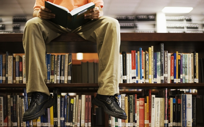 3563818_reading_men_library_people_180_2560x1600_wallpaperno_com (700x437, 228Kb)