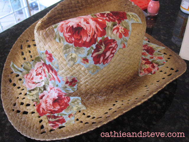 altered cowboy hat with mod podge (640x480, 329Kb)