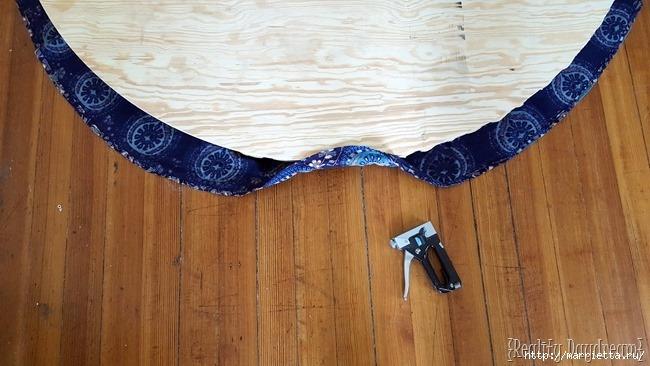 Мягкое изголовье кровати своими руками из коврика-мандалы (29) (650x366, 164Kb)