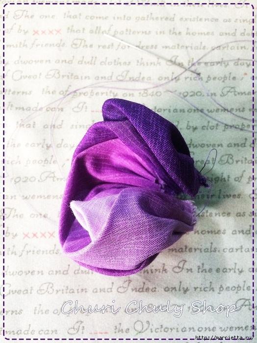 Розы из ткани. Подвеска для брелка своими руками (14) (524x700, 304Kb)