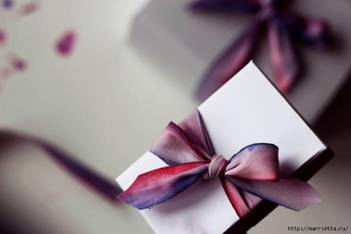 Красим бант для упаковки подарков (5) (700x466, 143Kb)