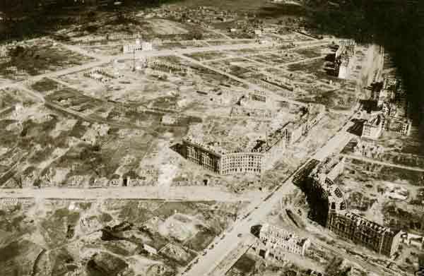Площадь Победы. Снято во время оккупации с немецкого самолета (600x391, 137Kb)