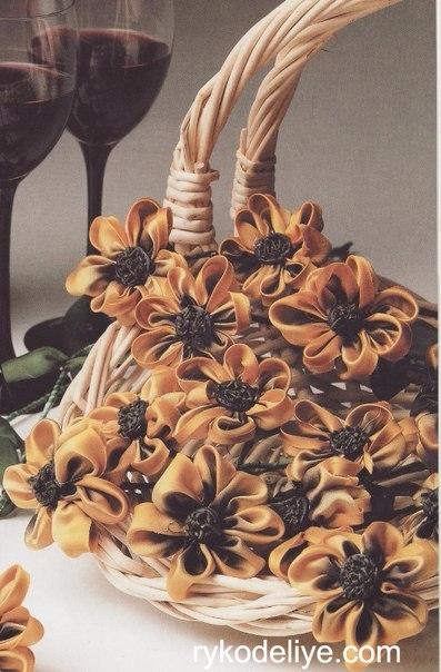 Цветы из ткани. Маргаритки из лент (3) (397x604, 246Kb)