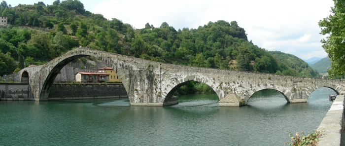 img2_Lucca_1418900651 (700x296, 176Kb)