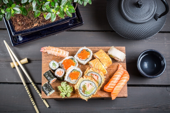 sushi-rolly-yaponskaya-kuhnya-677 (700x466, 461Kb)
