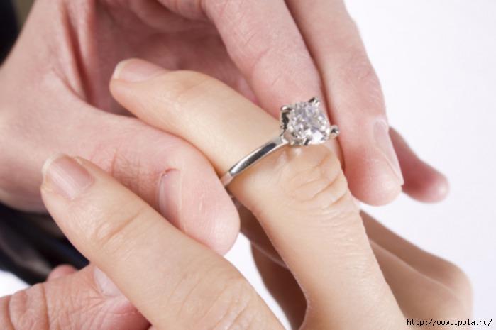 "alt=""Помолвочное кольцо с бриллиантом""/2835299_Pomolvochnoe_kolco_s_brilliantom (700x465, 110Kb)"