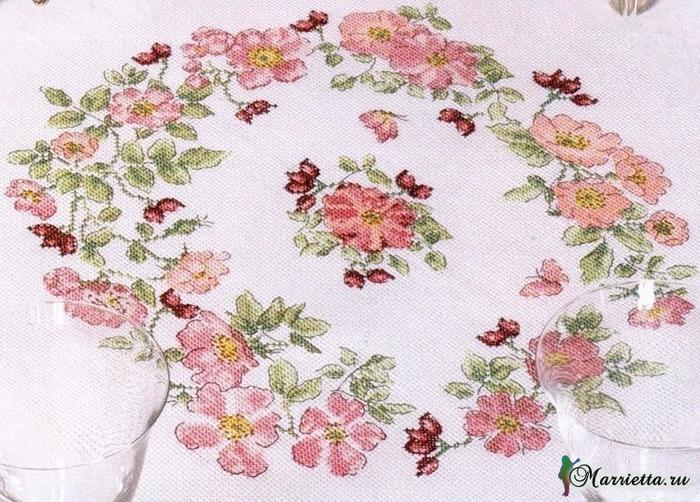 Цветущий шиповник на скатерти. Вышивка крестом (2) (700x502, 445Kb)